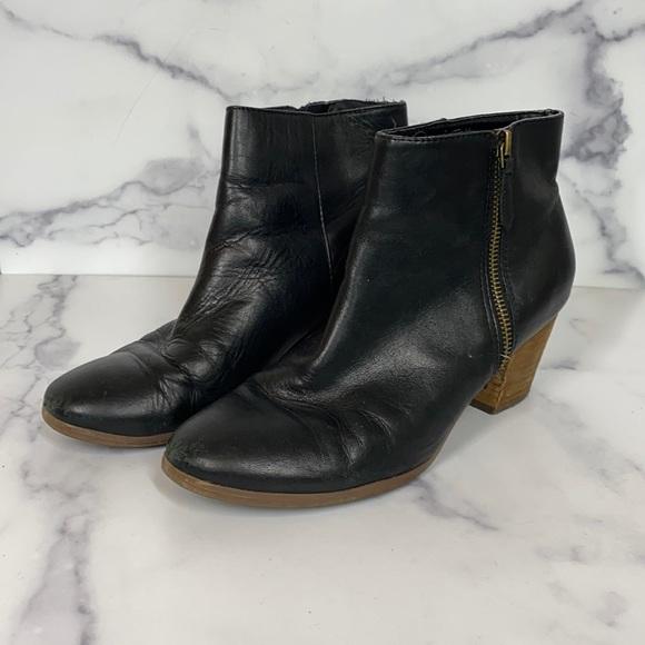 Crown vintage black leather side zip ankle booties